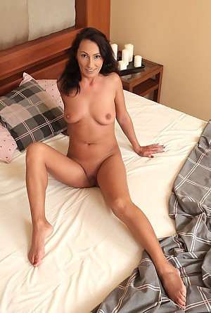 Free Mature Bedroom Porn Pictures